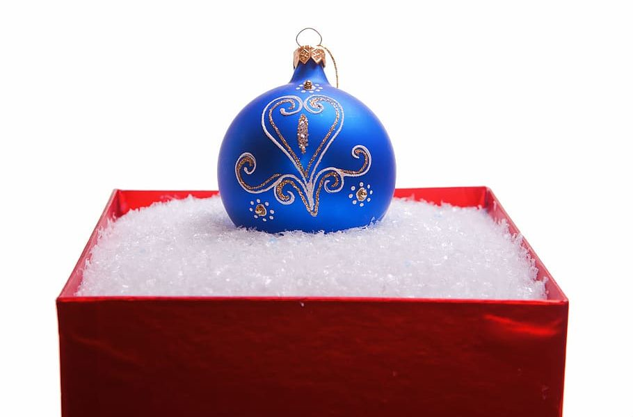 Ornament Packaging on Christmas